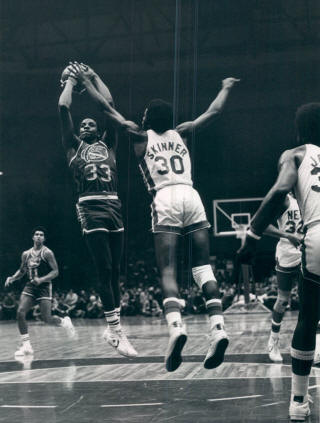 Nuggets 75-76 Road David Thompson, Nets_small